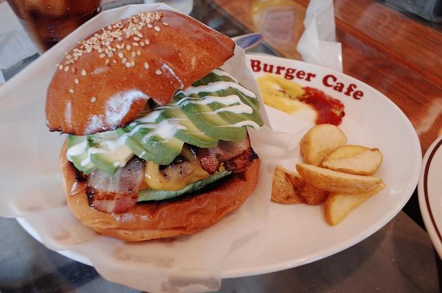 BurgerCafe honohono(バーガーカフェ ホノホノ)|川越市役所前にある豪快なハンバーガー専門店