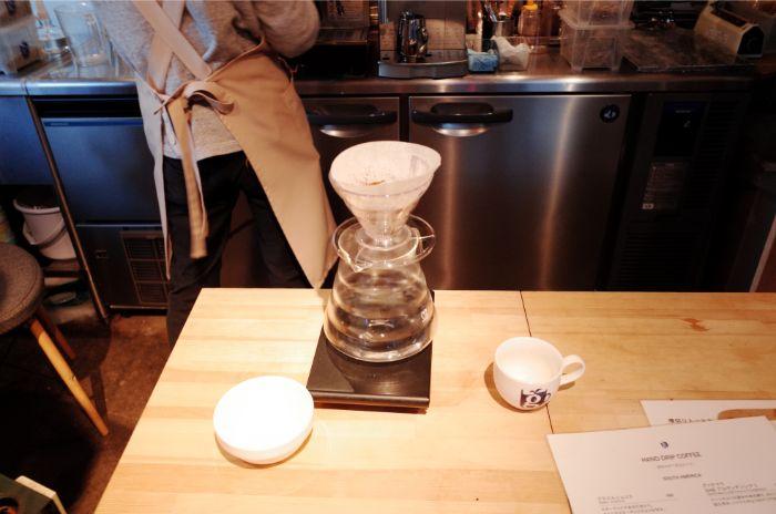 「glin coffee(グリンコーヒー)」大工町2号店は目の前でコーヒーを挽いて入れてくれる